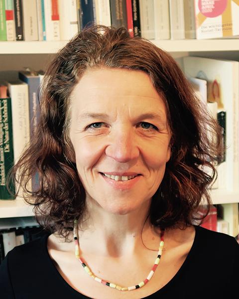 Dr. Constanze Schulze-Stampa