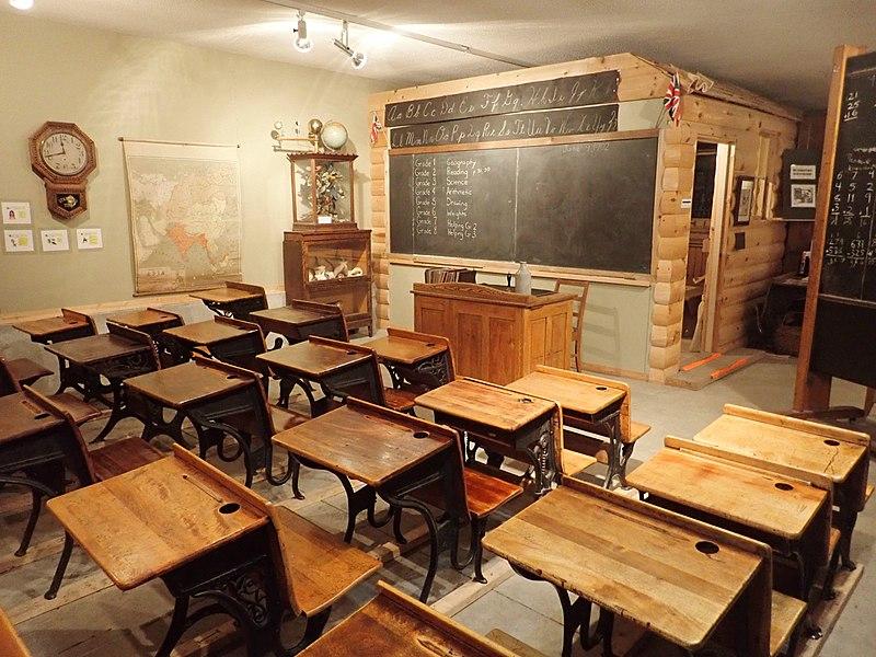 Ein alter Klassenraum im Ingersoll Museum, USA. Wiki Commons.
