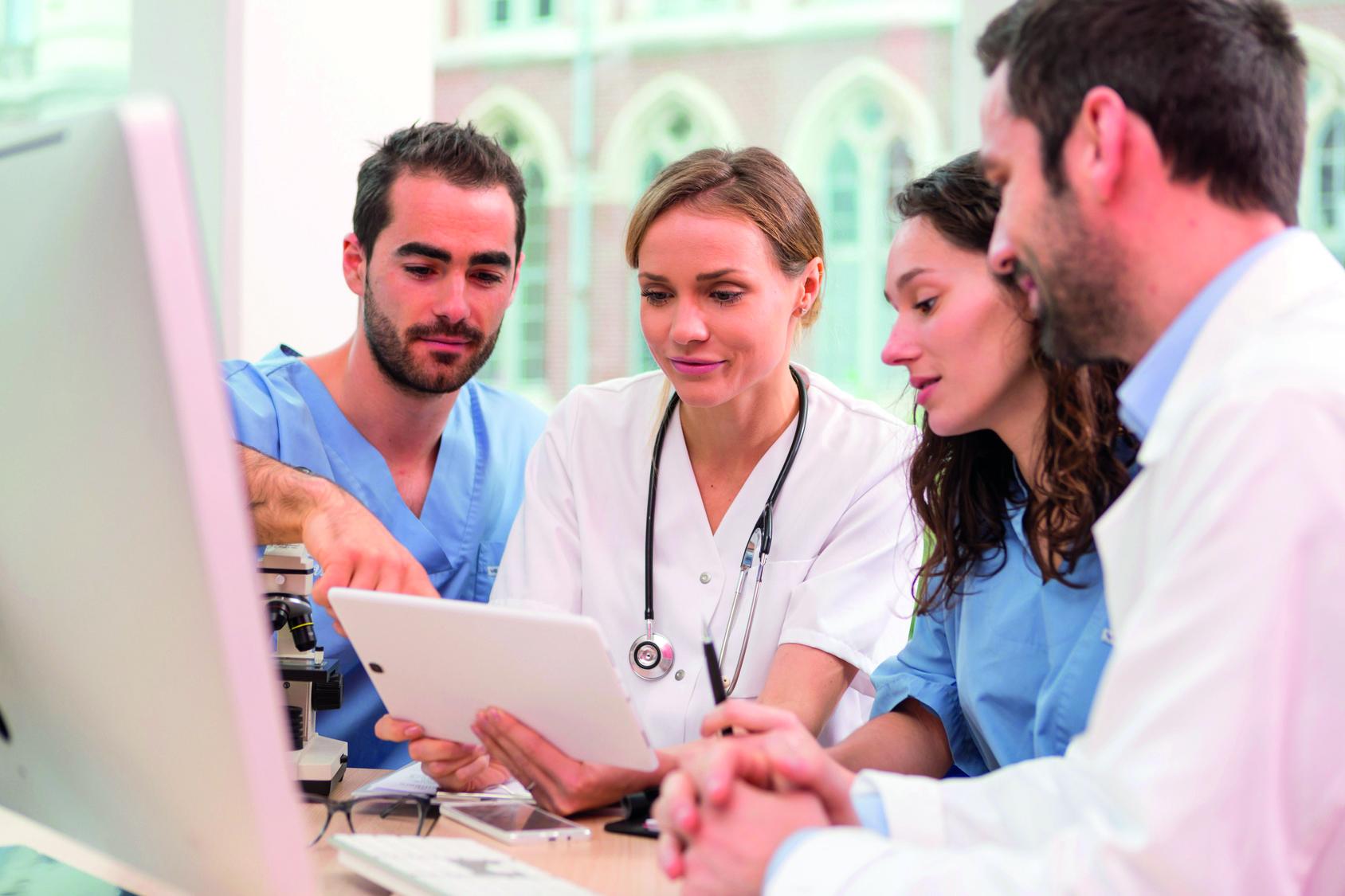 Team einer Krankenhausstation in Besprechung, Copyright: Fotolia